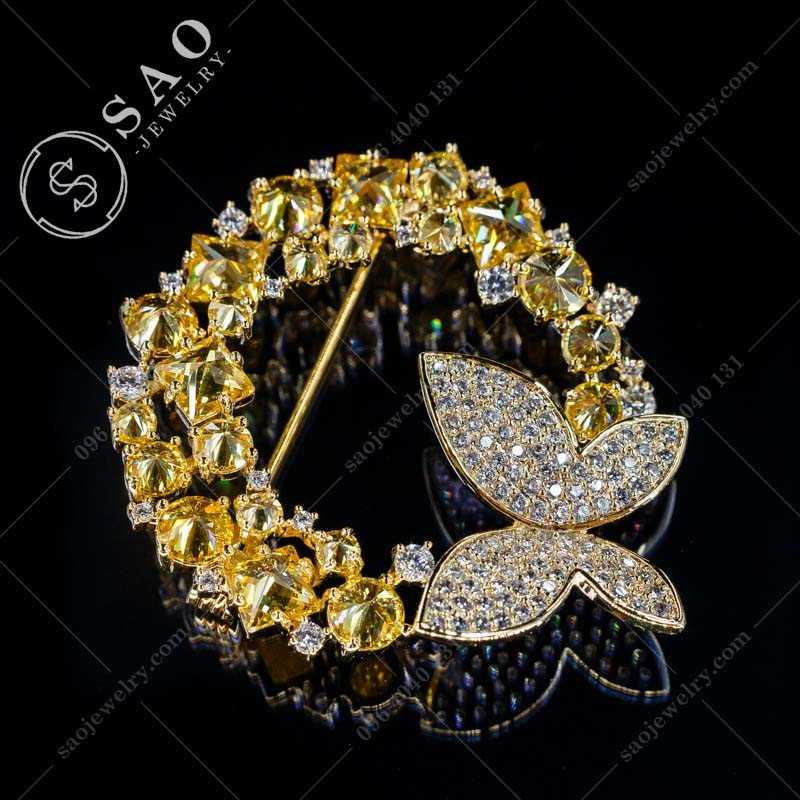 Cài áo cao cấp bướm bên vòng tròn mạ vàng hàn quốc CA368V