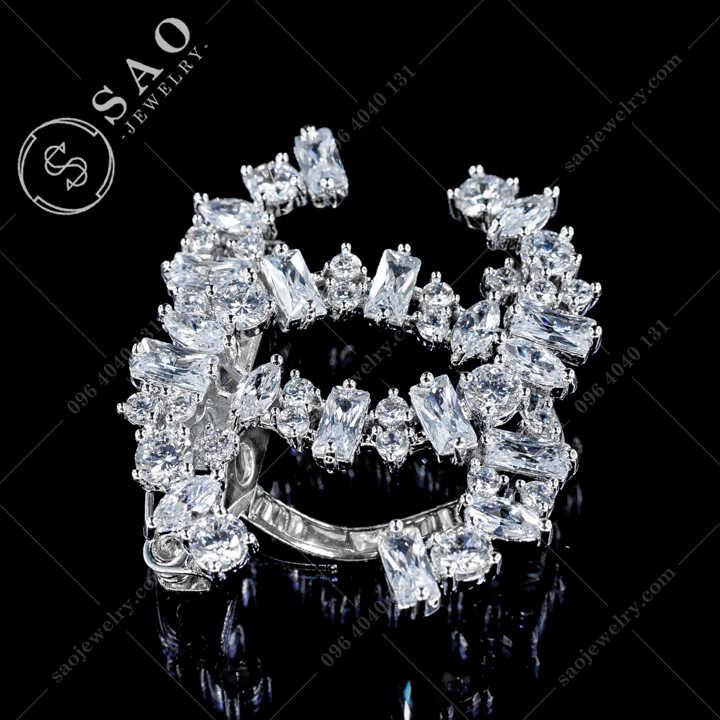 Cài Áo Chanel Đính Pha Lê Cá Cao Cấp CA480T