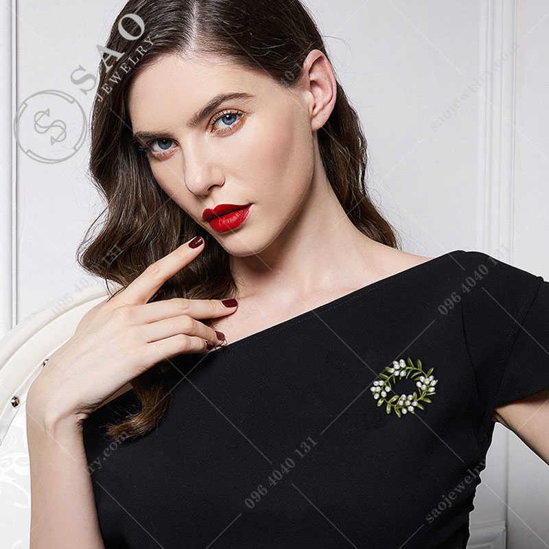 Cài áo hàn quốc vòng hoa ngọc trai cao cấp