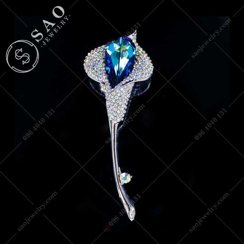 CÀI ÁO hoa loa kèn đính pha lê xanh cao cấp CA292