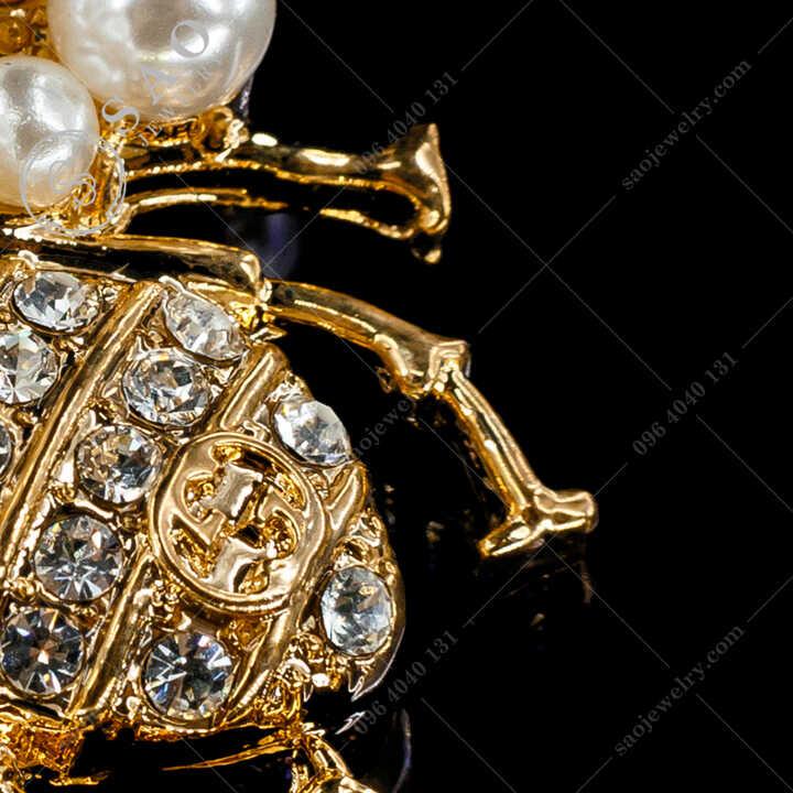 Cài Áo Ve Chanel Đính Ngọc Trai Thanh Lịch CA490V