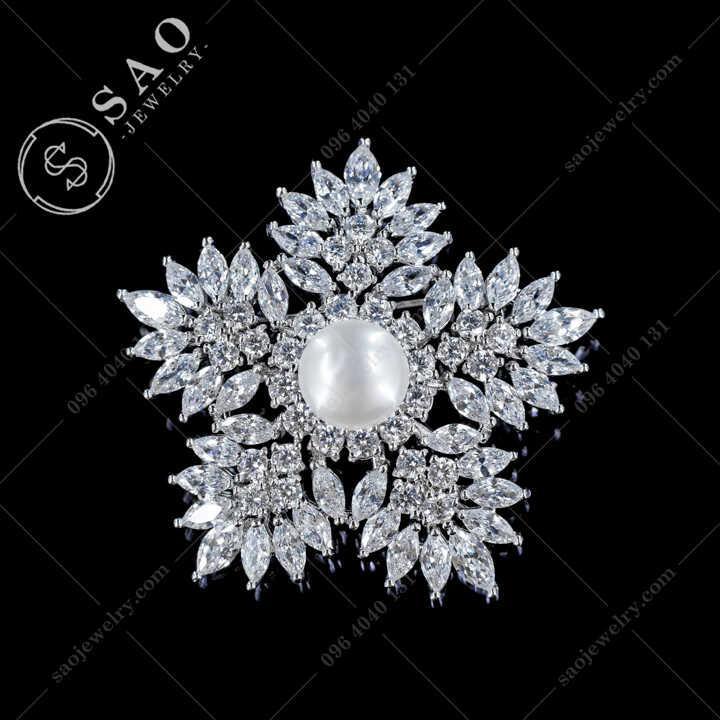 Hoa Tuyết Cài Áo Đính Ngọc Trai Nước Ngọt Cao Cấp - CA677